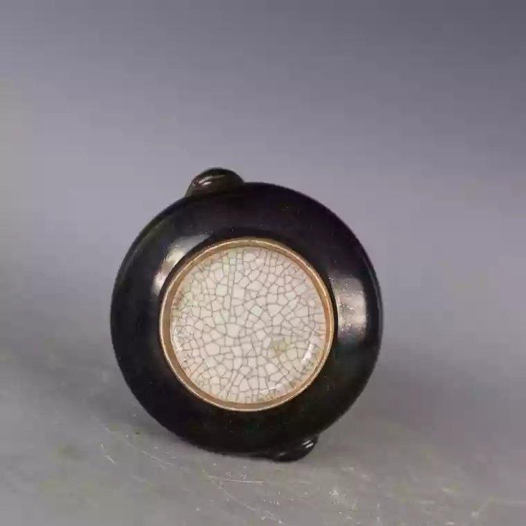 A black glazed Chinese porcelain jar - 5