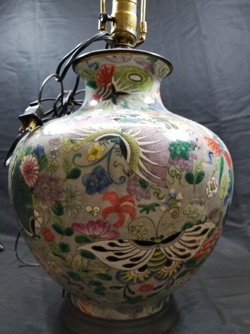 A large export Chinese porcelain vase
