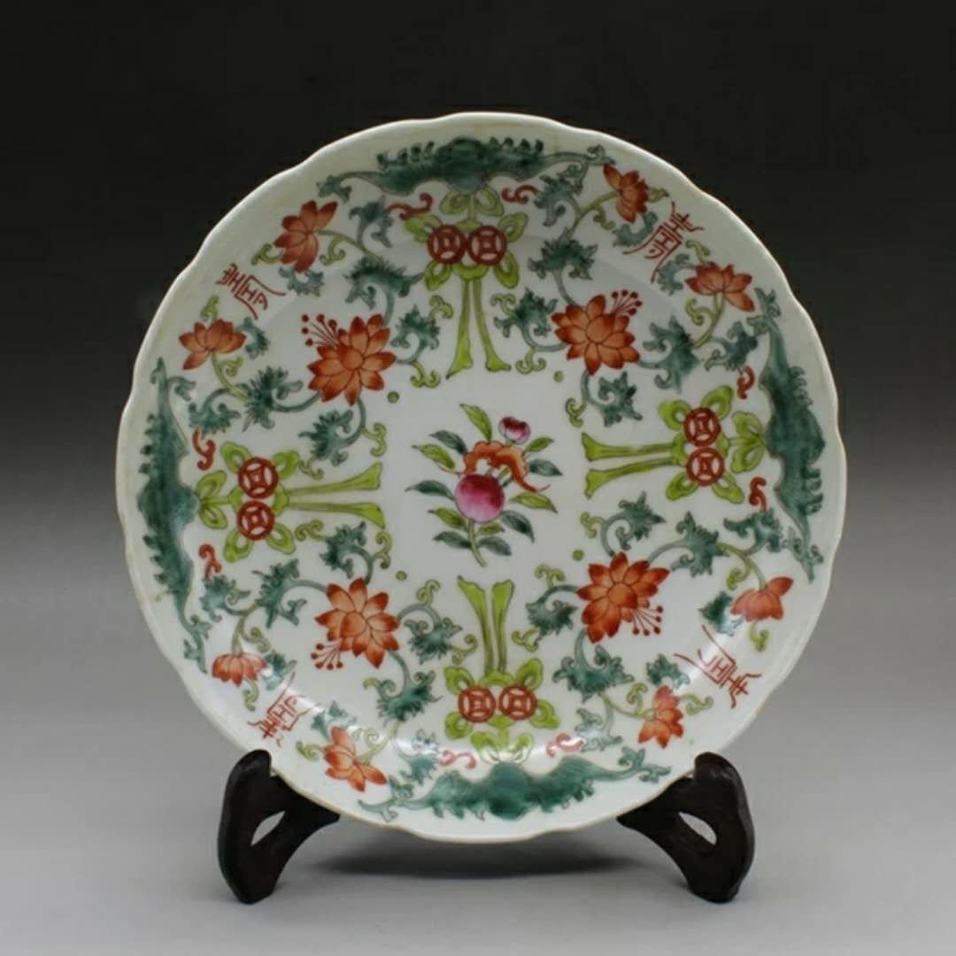 A famille rose porcelain plate