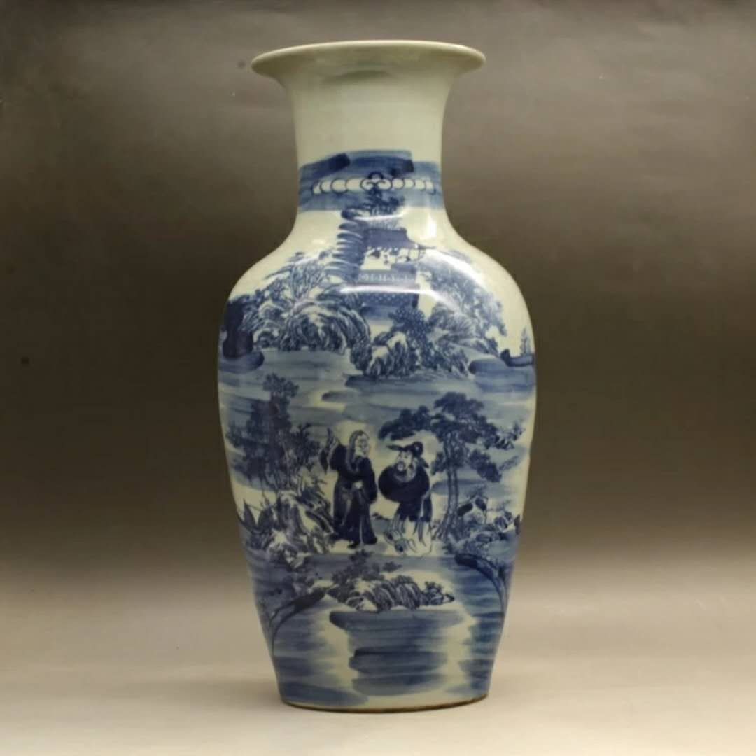 A B/W Chinese porcelain vase