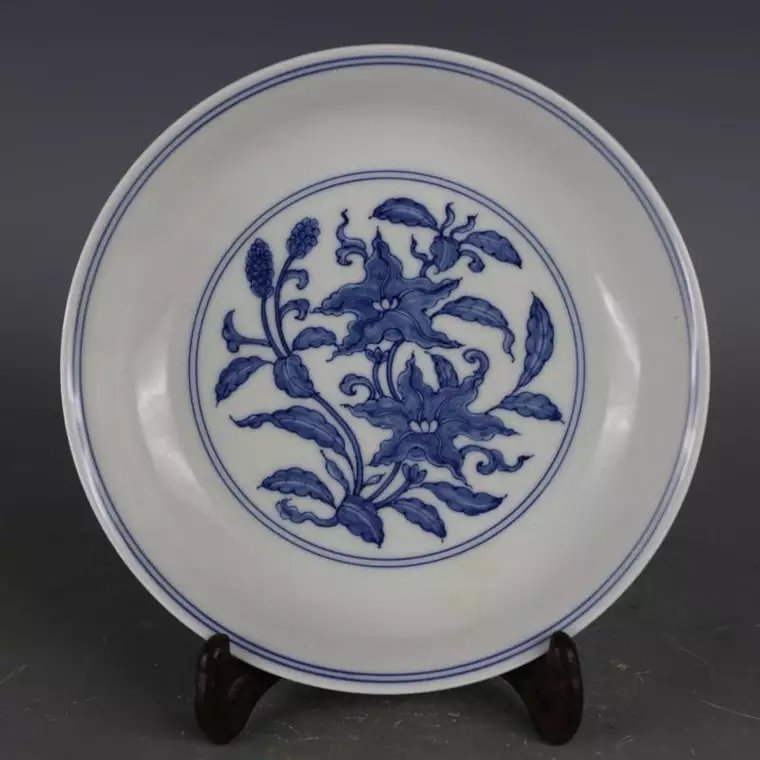 A Chinese B/W porcelain plate