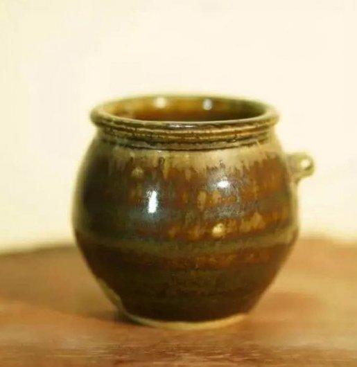 old porcelain jar - 2