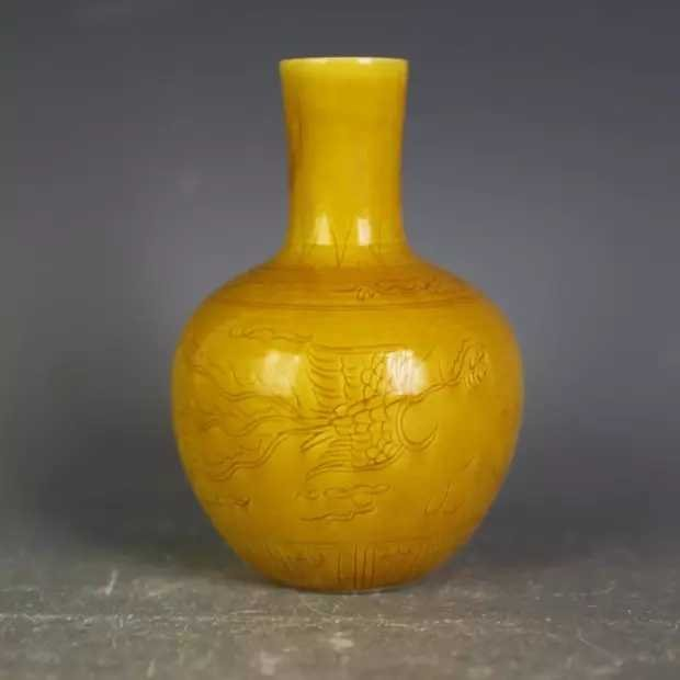 A yellow ground porcelain vase - 2