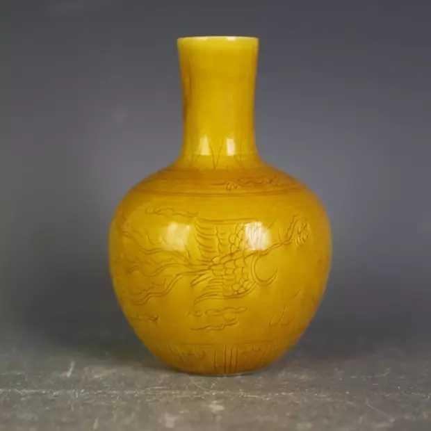A yellow ground porcelain vase - 2