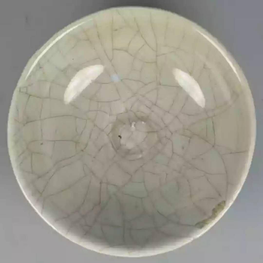 A crackle style porcelain bowl - 2