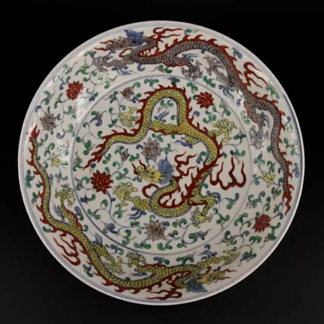 Fine Ming dynasty porcelain dragon plate