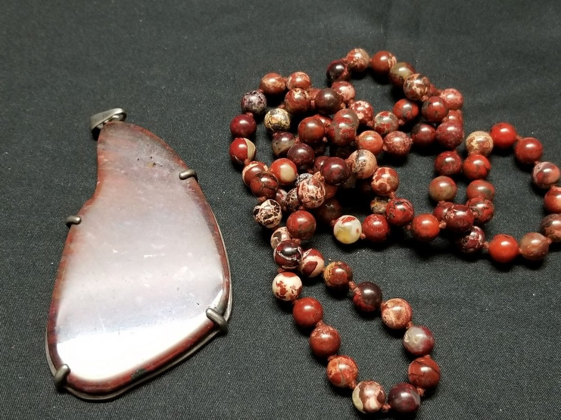 A agate bead and pendant