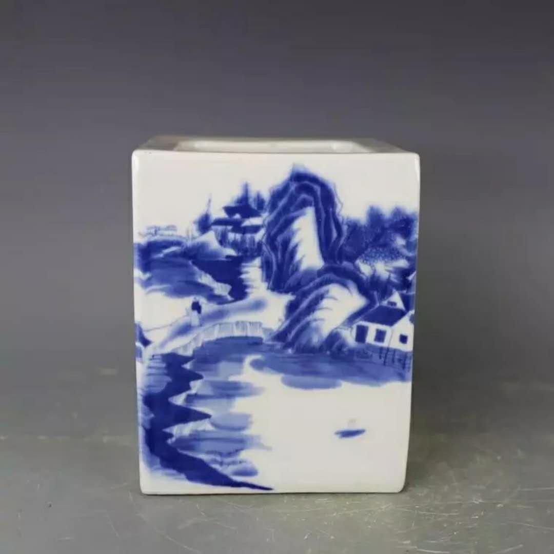 A B/W Chinese porcelain pot
