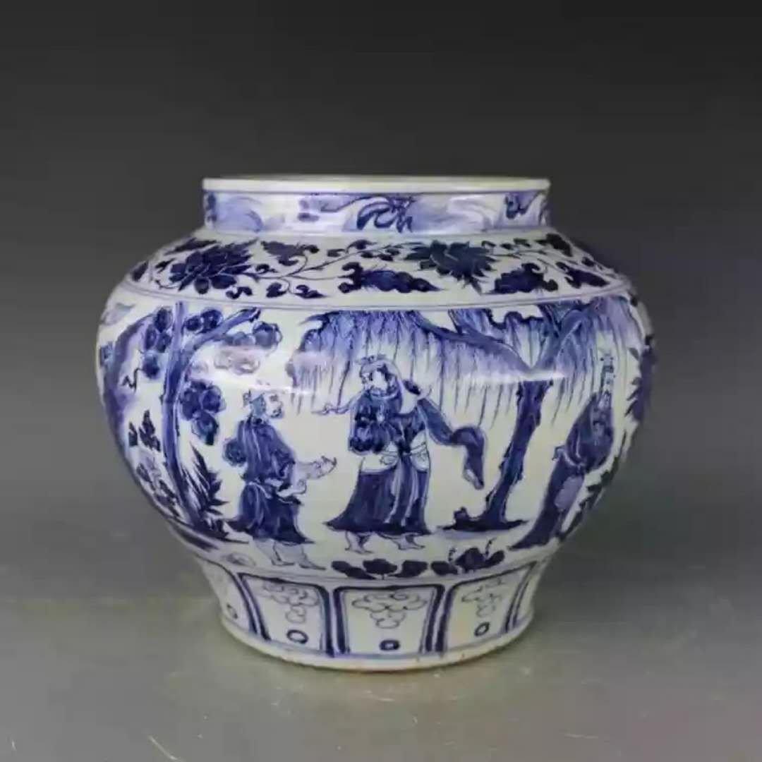Large Chinese b/w procelain jar