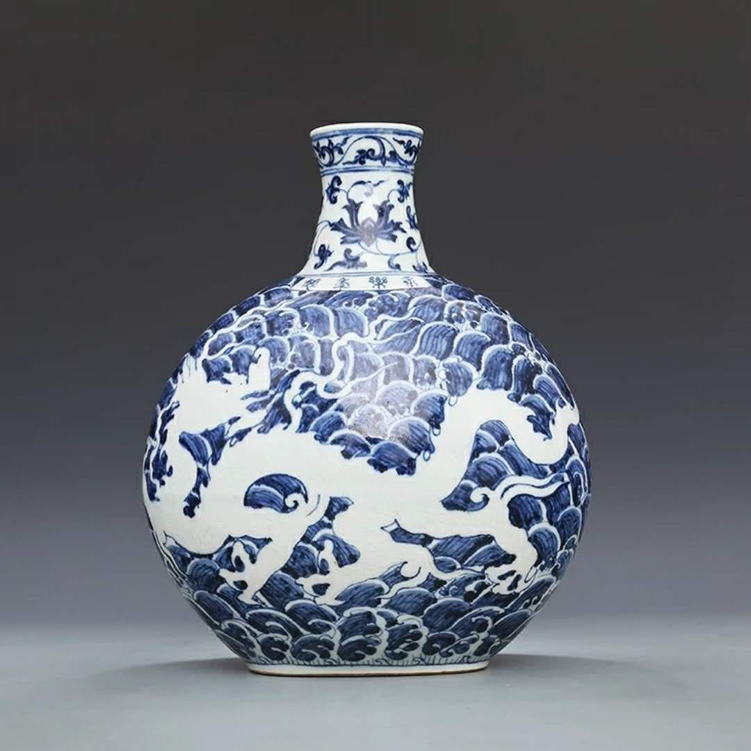 Fine Chinese B/W porcelain dragon vase