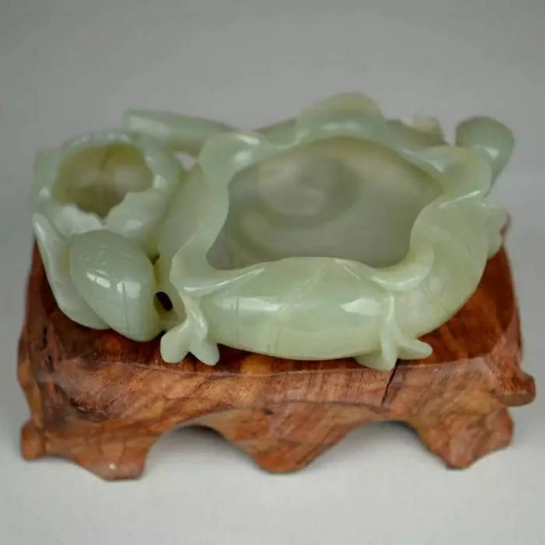 A carved jade brush washer