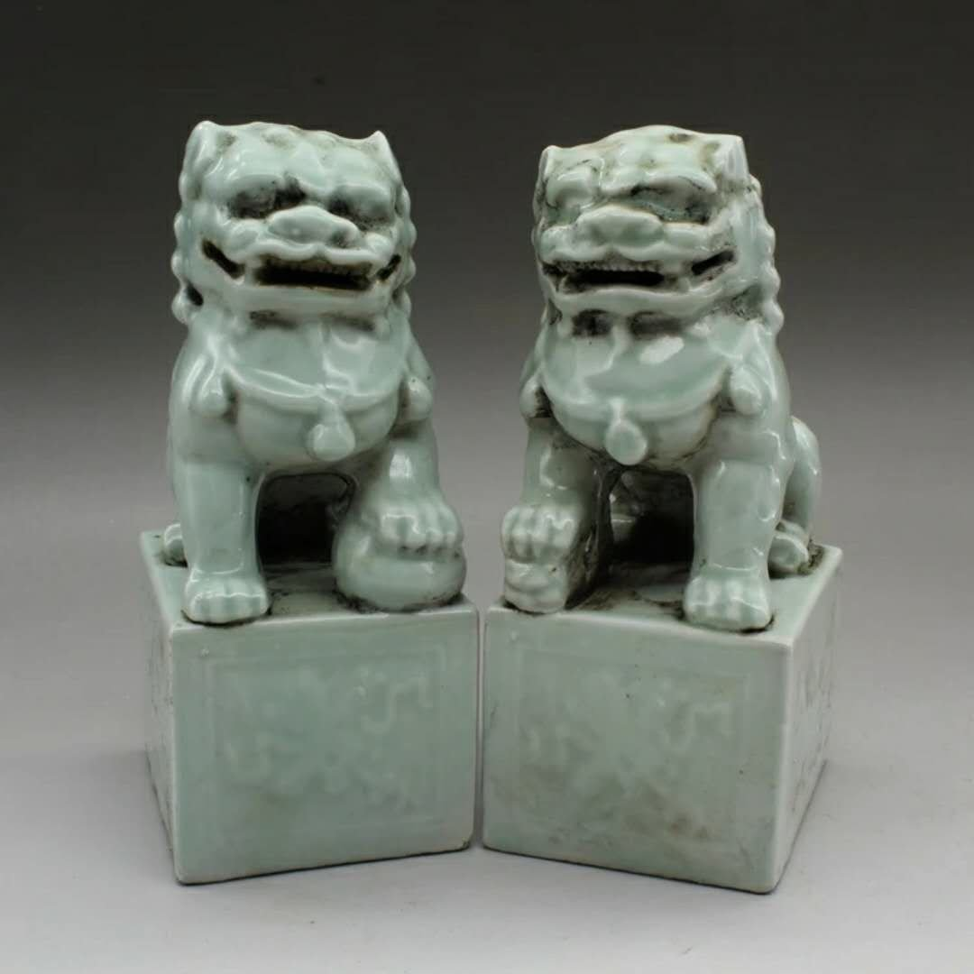 A pair of Chinese porcelain lion