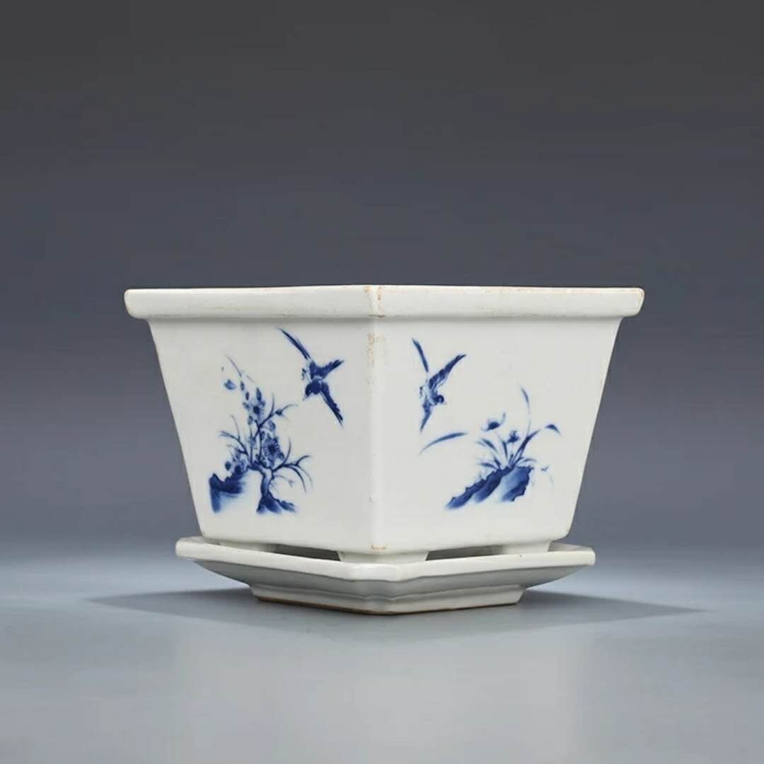 A B/W Chinese porcelain flower pot