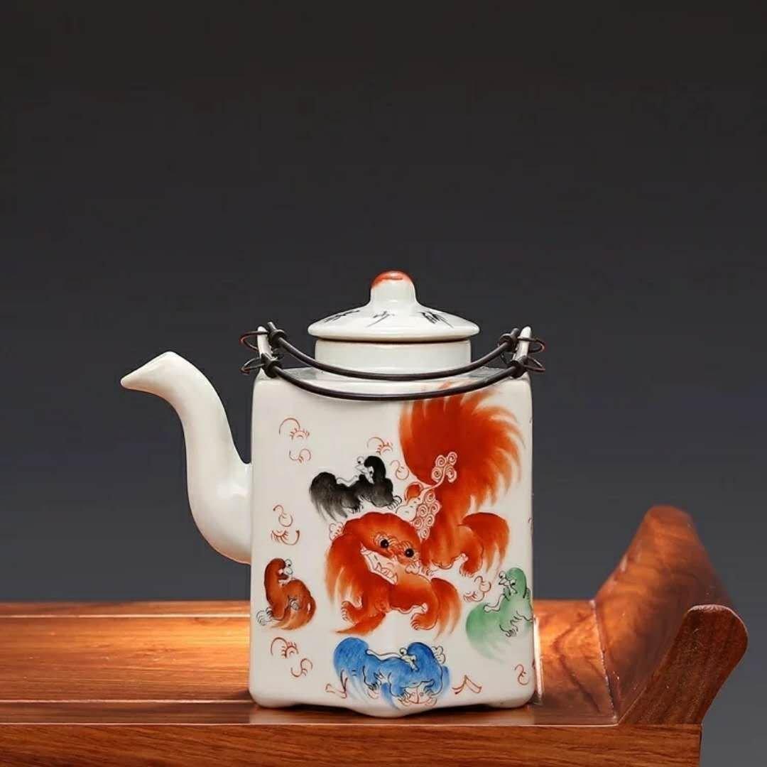 A famille rose porcelain teapot