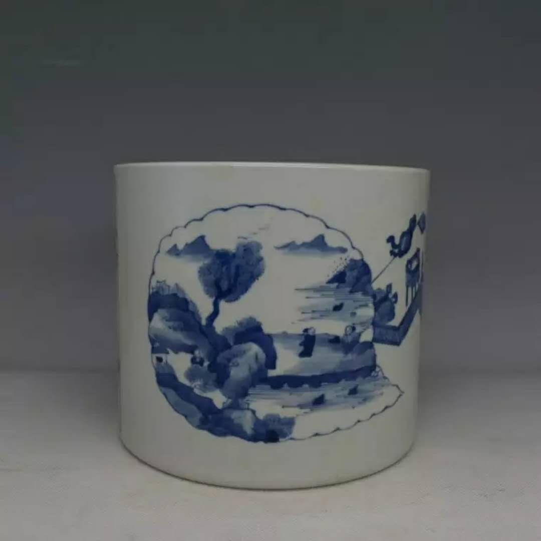 A B/W Chinese porcelain brusher pot