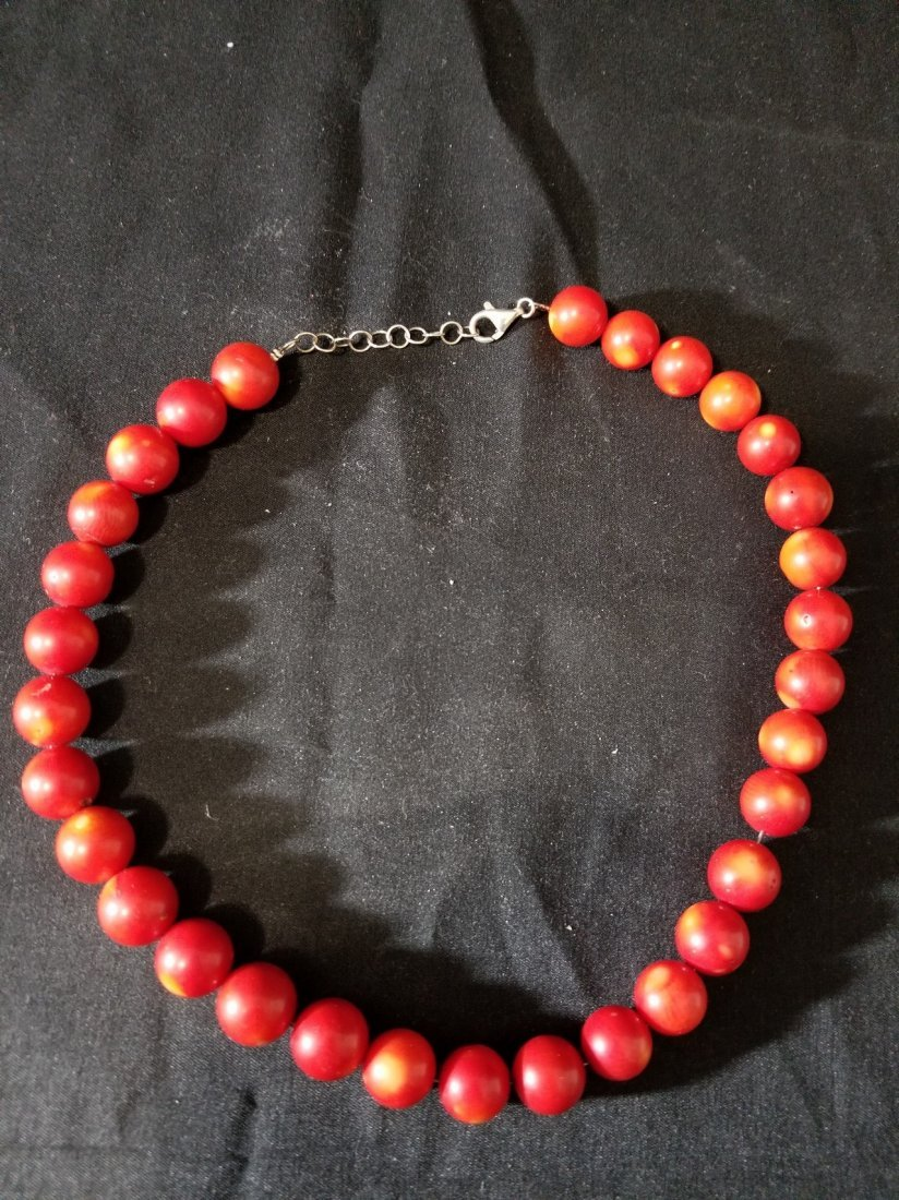 A natural coral bead necklace