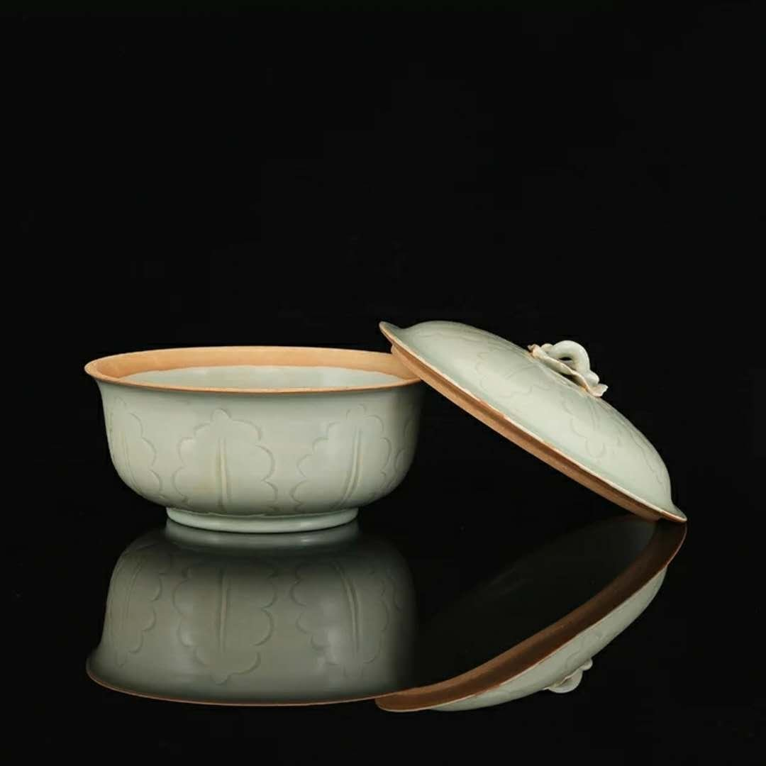A song dynasty style Chinese porcelain cover bowl