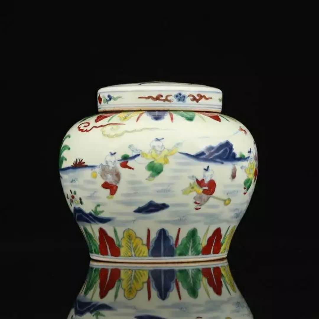 A ming dynasty famille rose porcelain jar