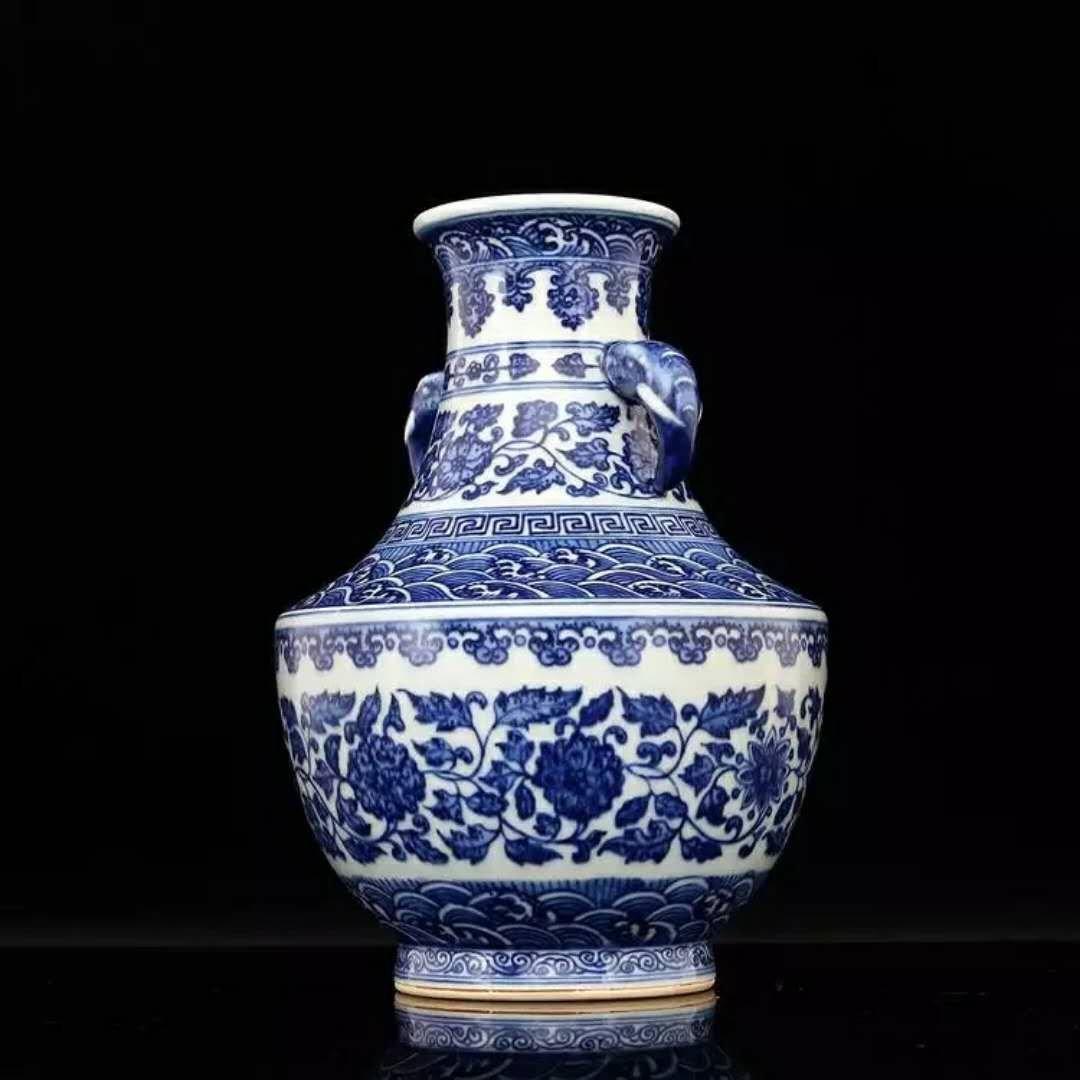 Fine Chinese B/W porcelain vase - 2