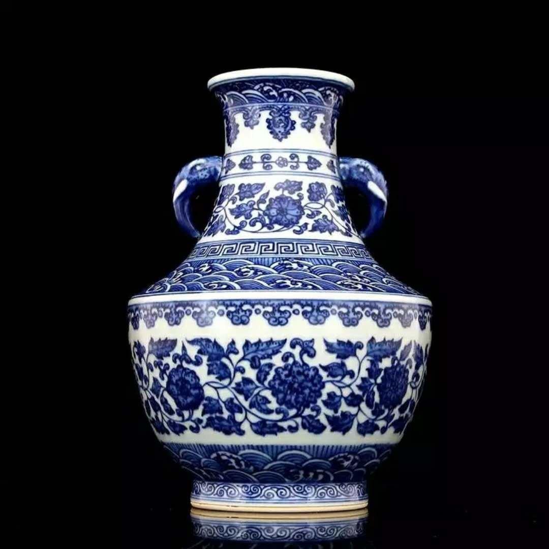 Fine Chinese B/W porcelain vase - 3