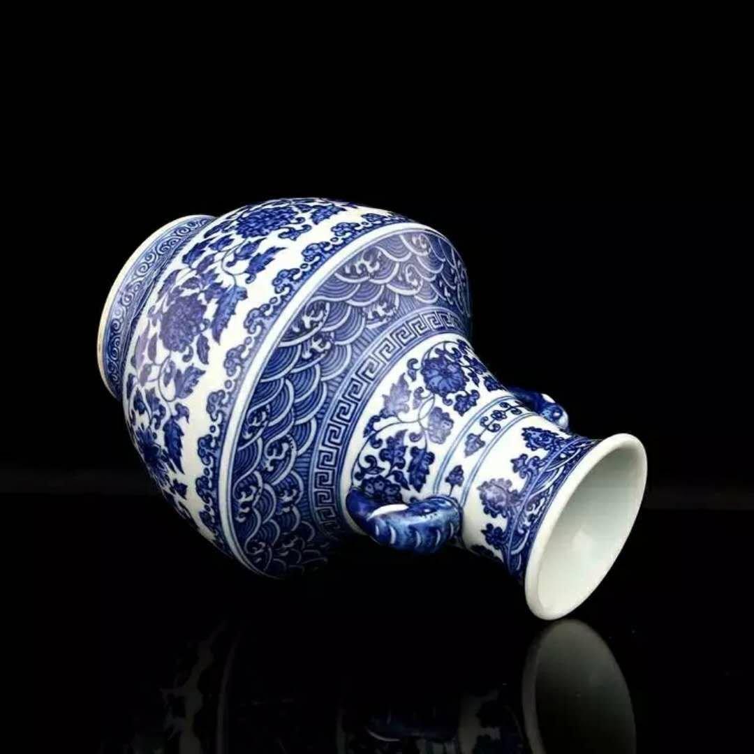 Fine Chinese B/W porcelain vase - 4