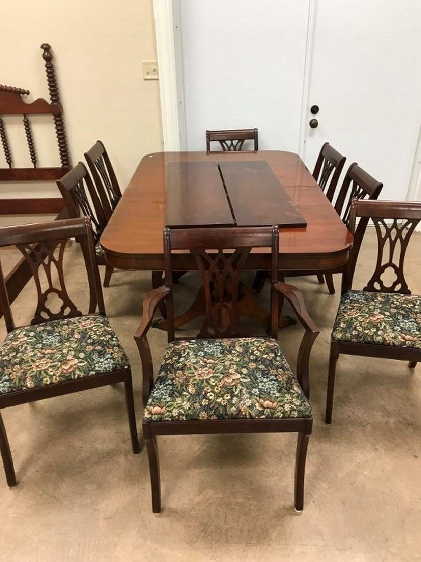 Duncan Phyfe Table w 2 leaves with 8 upholstered bottom