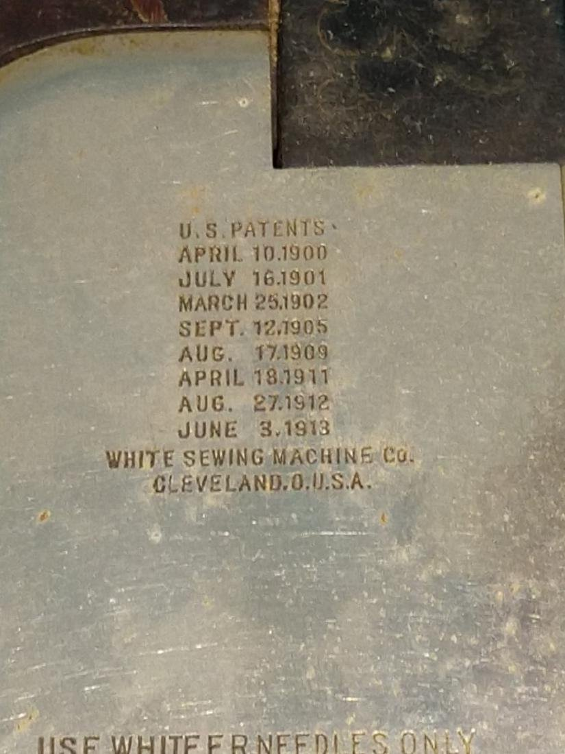 White Rotary Sewing Machine & Cabinet - 4