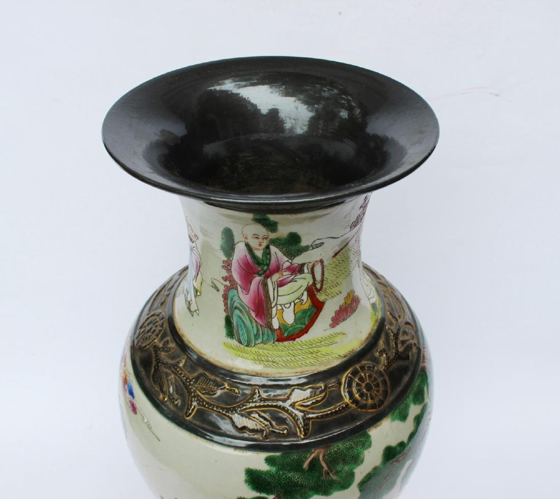A LARGE CHINESE FAMILLE ROSE VASE - 3