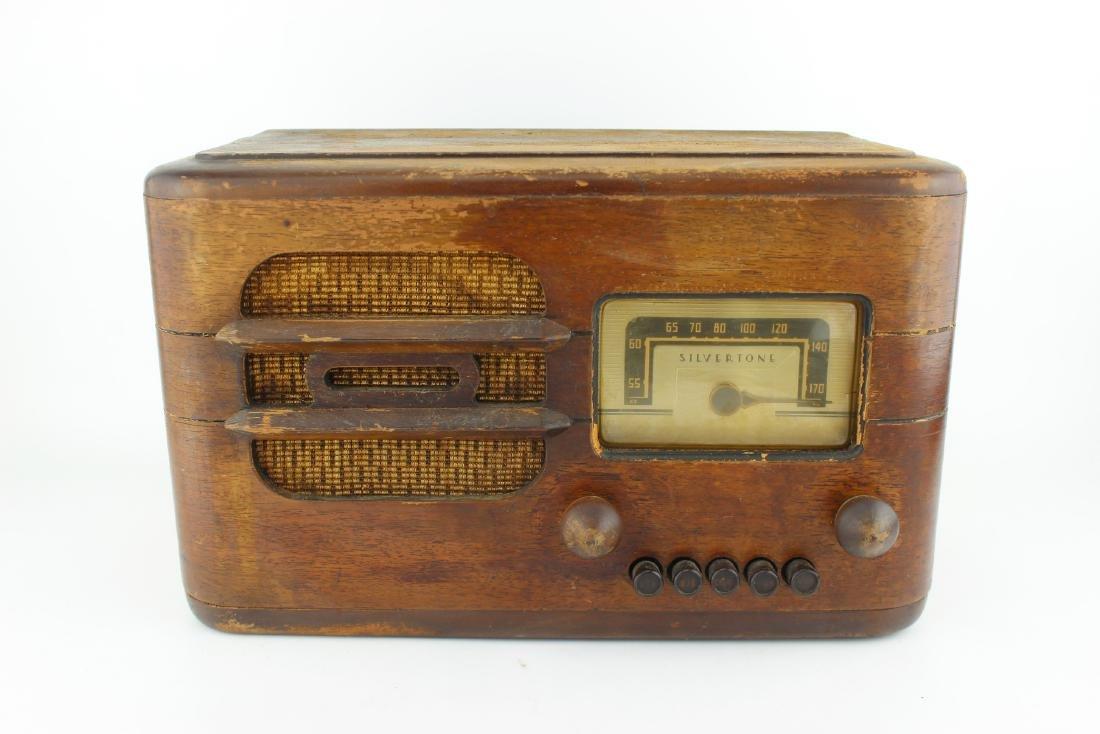 SILVERTONE MODEL 7227 TUBE RADIO CIRCA 1939