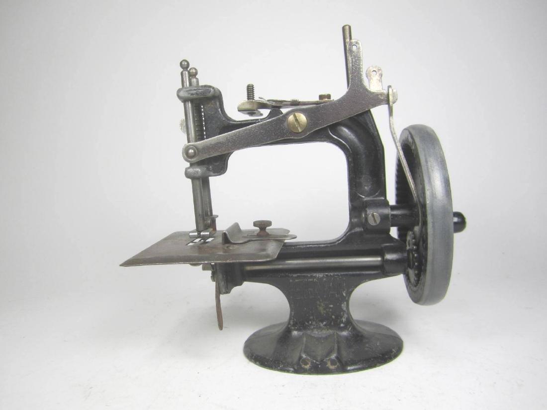 PETER PAN SEWING MACHINE TOY, 1940S