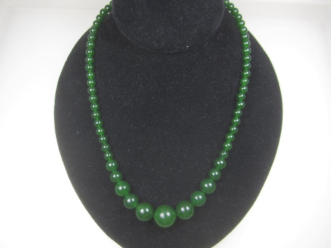 GRADUATED GREEN JADE BEAD NECKLACE