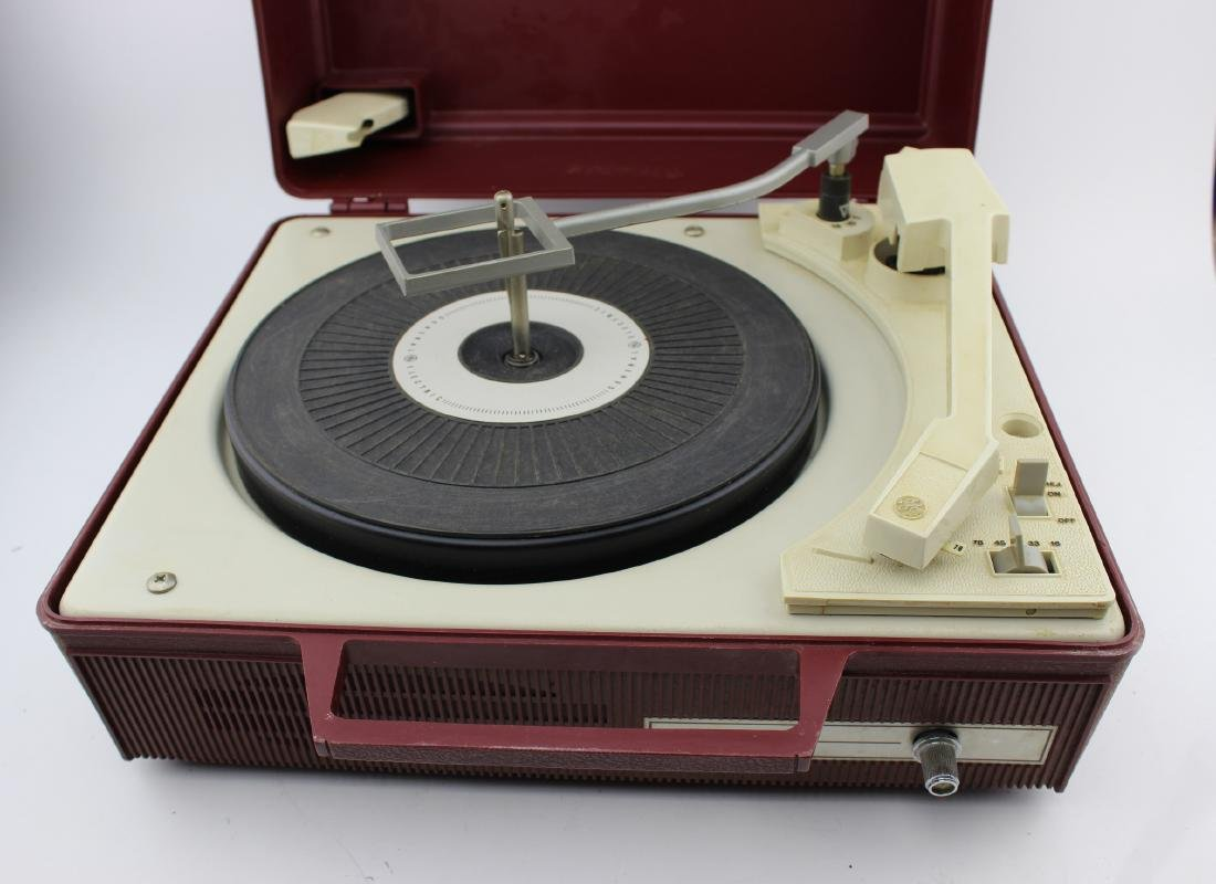 GE SOLID STATE/AUTOMATIC V630G RECORD PLAYER