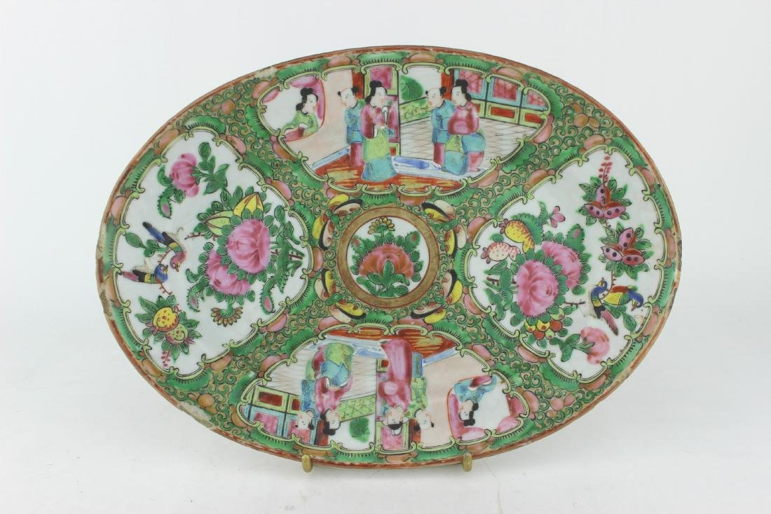 A CHINESE  ROSE MEDALLION OVAL PLATTER