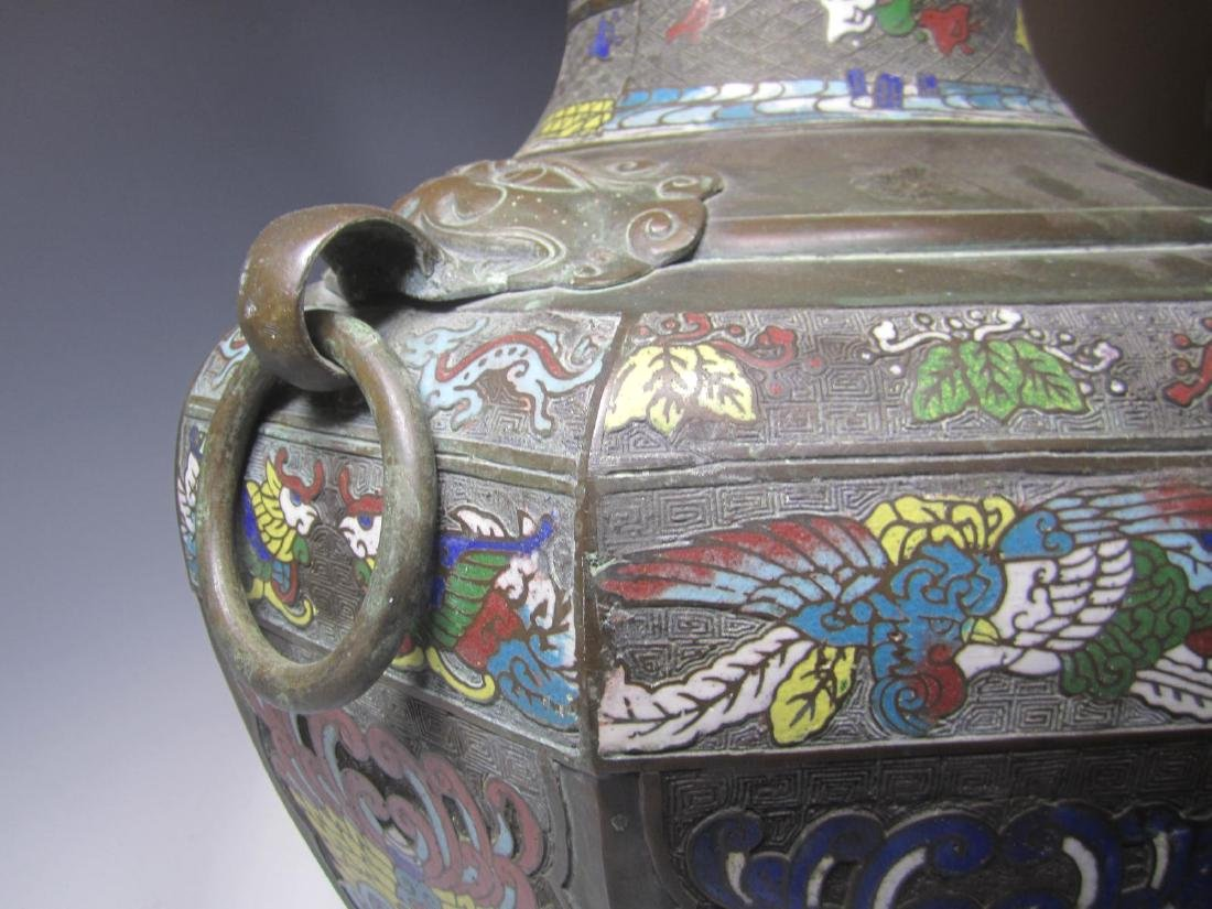 A LARGE CHAMPLEVE VASE WITH DOUBLE BEAST HEAD RING - 5