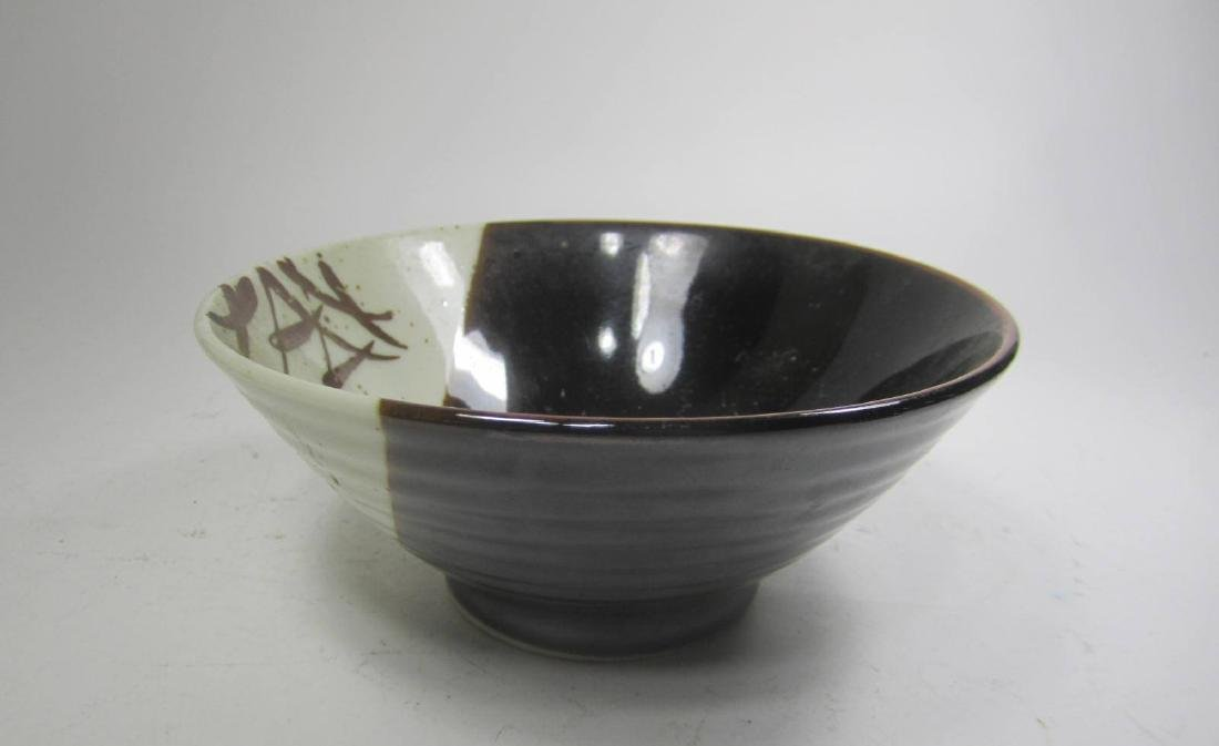A JAPANESE BLACK/WHITE PORCELAIN BOWL