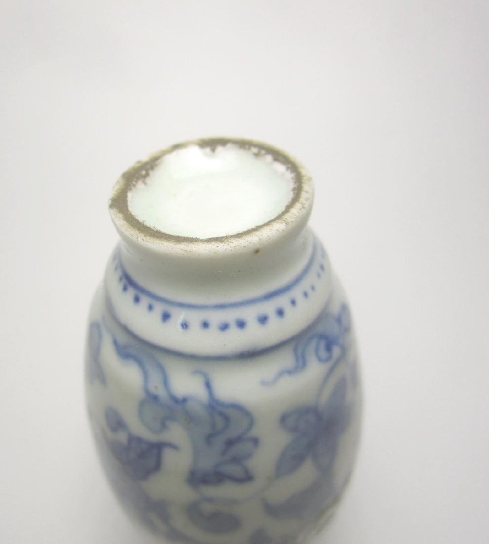 CHINESE BLUE & WHITE SNUFF BOTTLE - 3