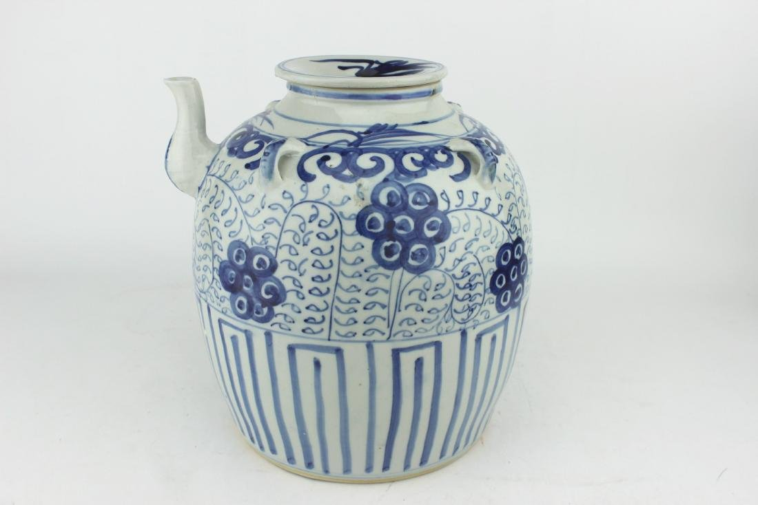 LARGE CHINESE BLUE & WHITE TEA POT