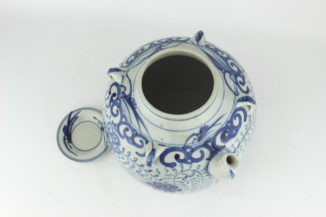 LARGE CHINESE BLUE & WHITE TEA POT - 4