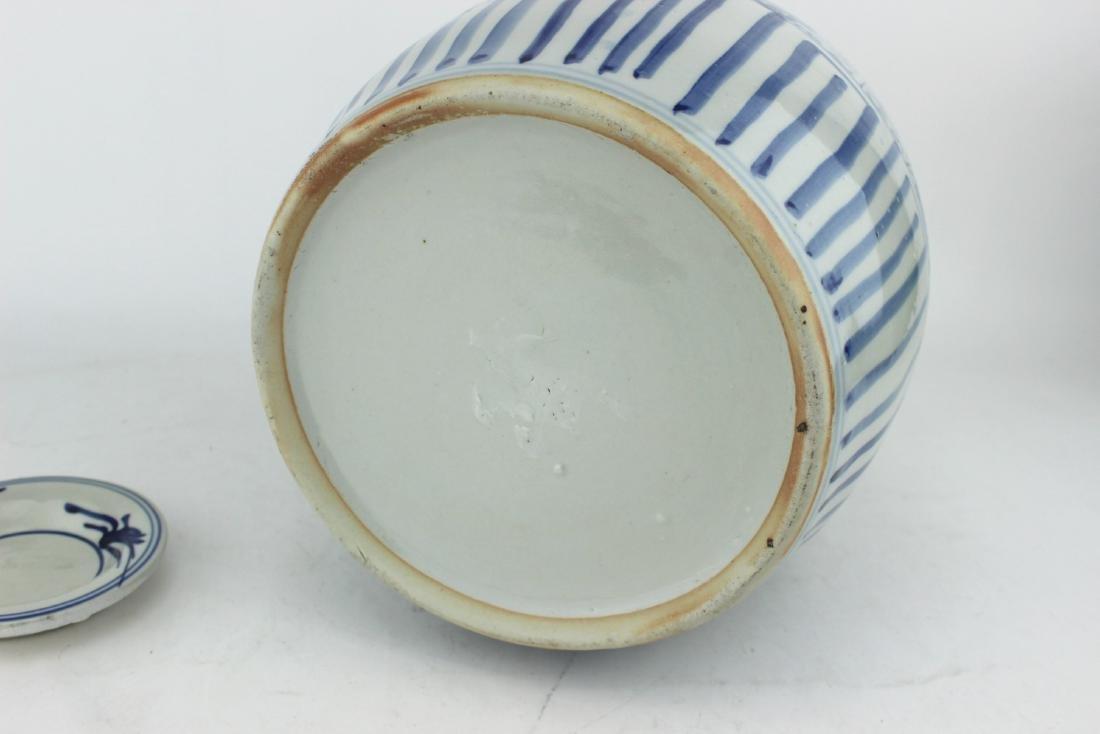 LARGE CHINESE BLUE & WHITE TEA POT - 5