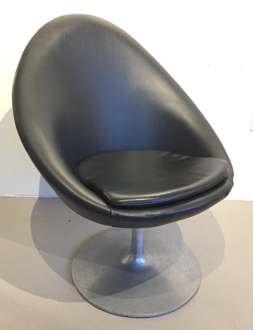 Overman Swivel Chair in Black