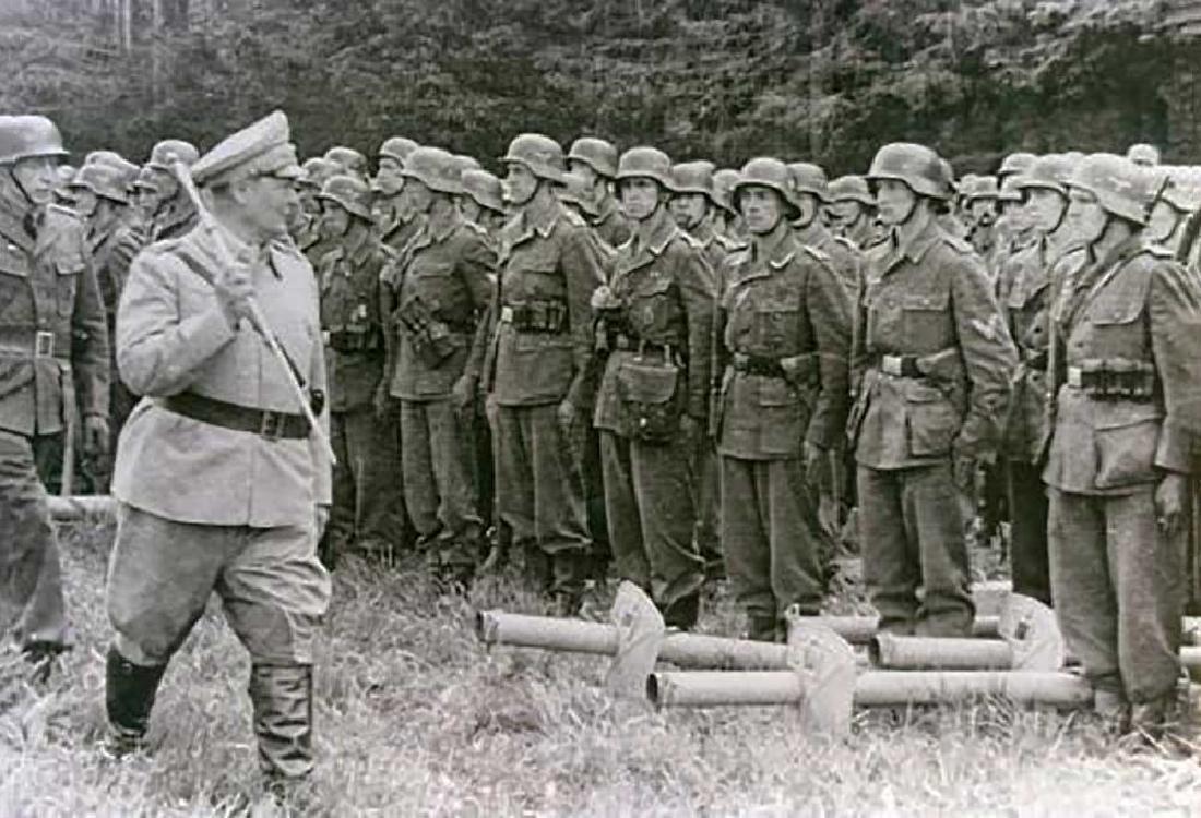 Original German WW2 Plate w. Iron Cross, 1941-1945 - 10