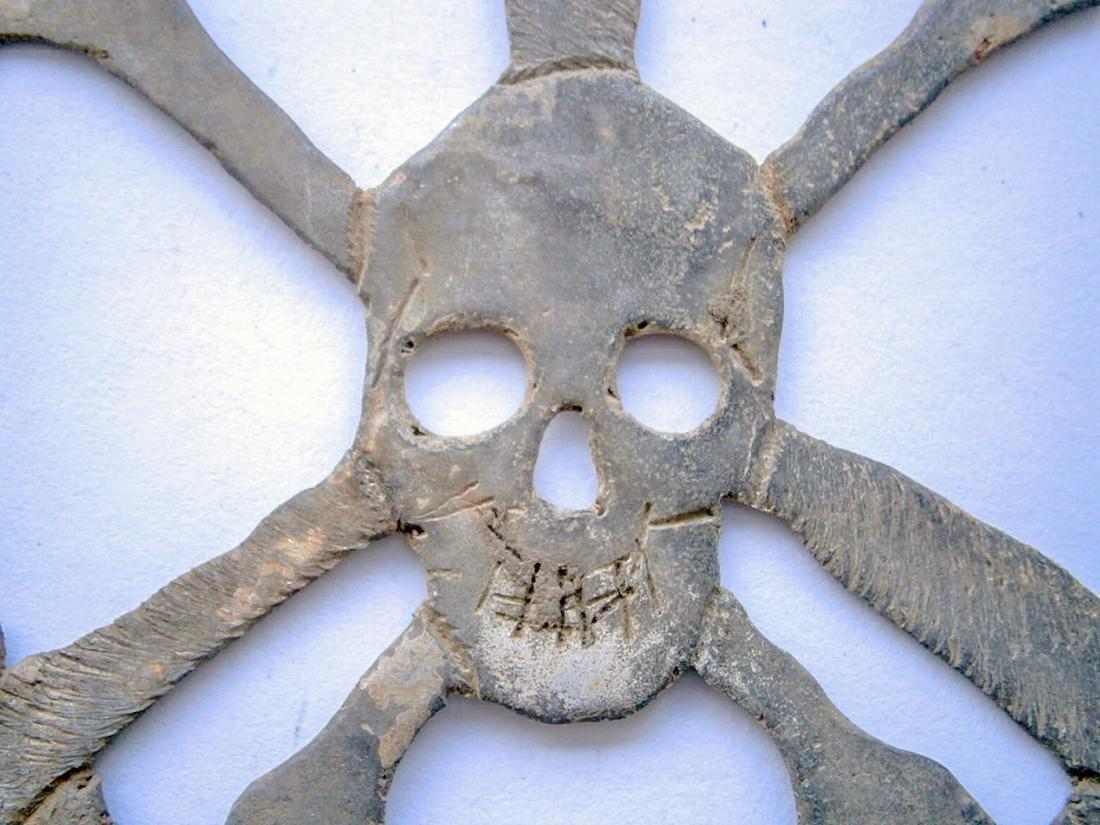 German WW2 Skull & Bones f. Helmet M35 or M42 - 6