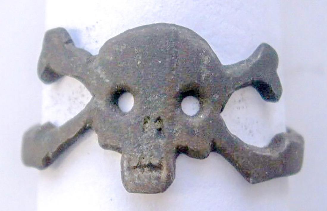 German WW2 Ring w. Skull & Bones, Trench Art - 2
