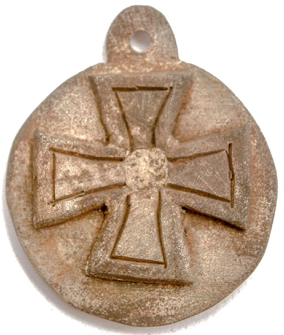 Original German WW2 Medalion w. Iron Cross