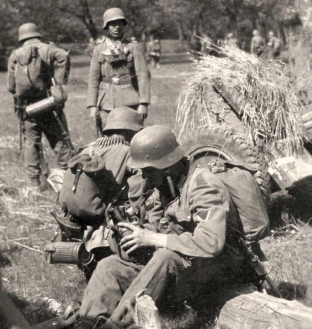 German WW2 SKULL & BONEs in WREATH for Hat HELMET - 10