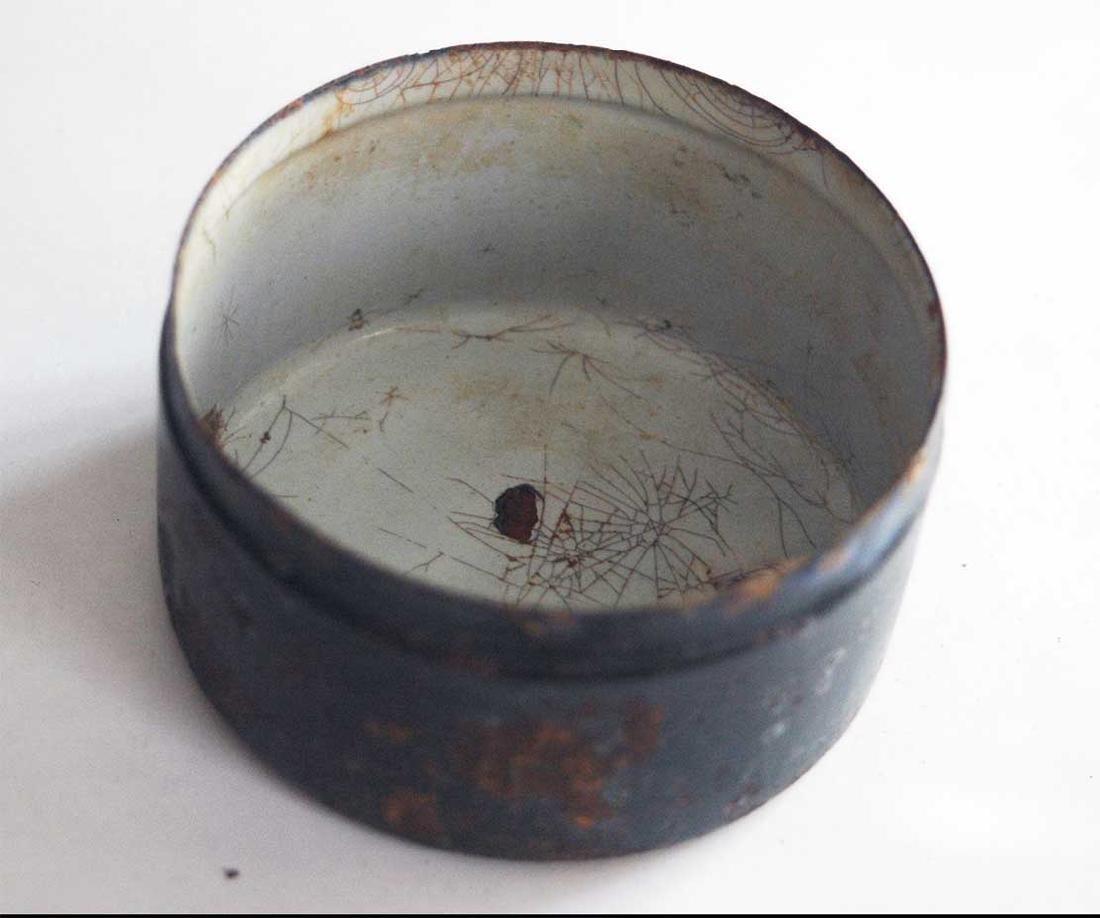 Original German WW2 Enameled Box w. Iron Cross - 7
