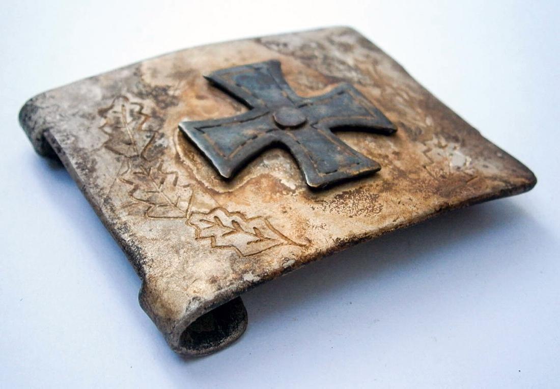 German WW2 Belt Buckle w. Iron Cross & OAK Leaves - 2