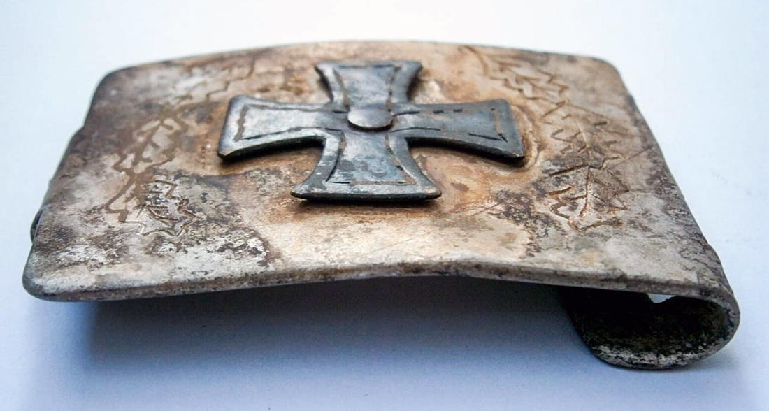 German WW2 Belt Buckle w. Iron Cross & OAK Leaves - 4