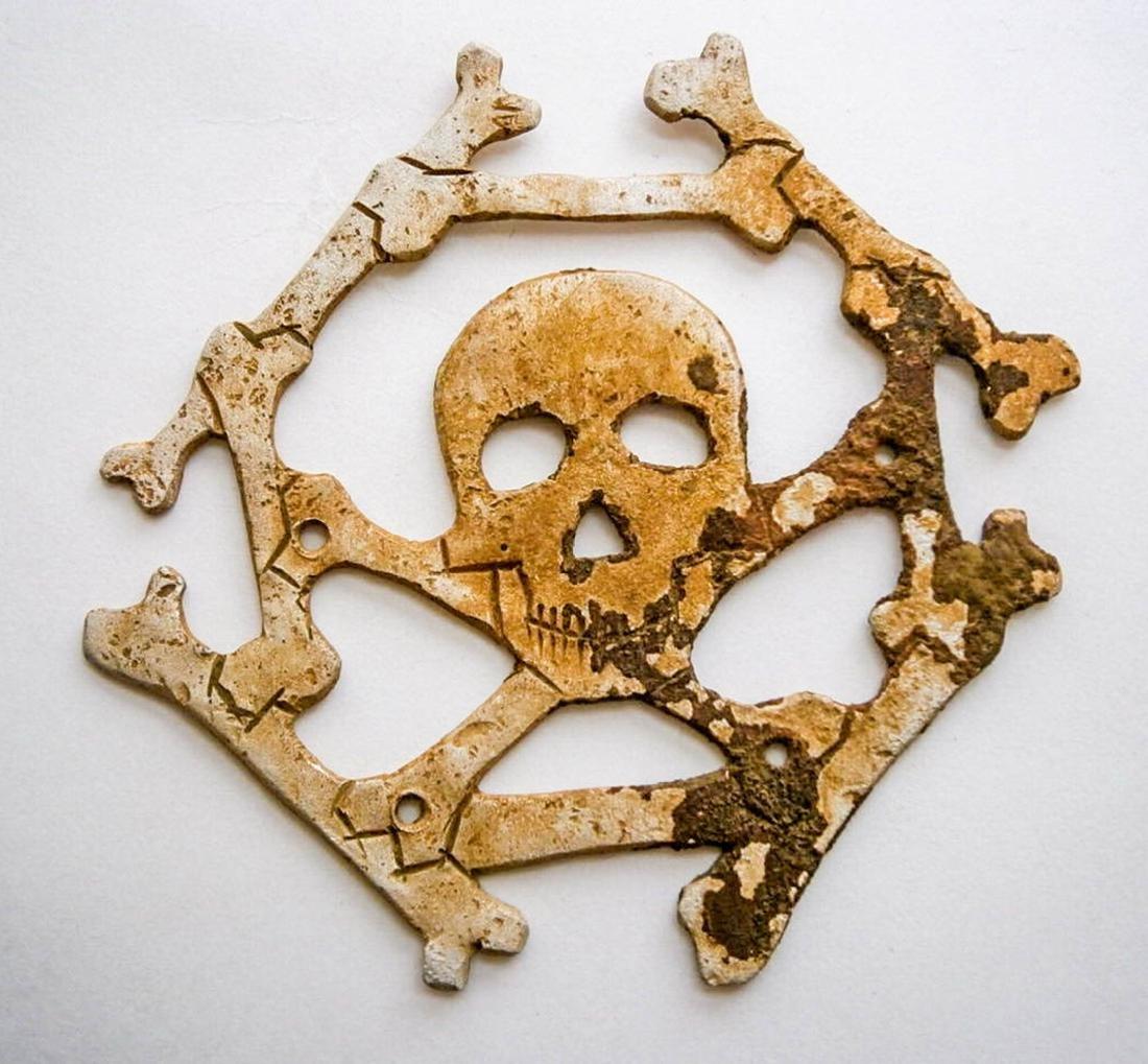 German WW2 Cocarde w. Skull & Bones + Bones Wreath