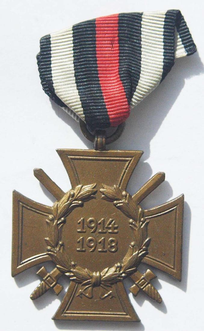 German WW1 WAR MEDAL w. SWORDS, ASSMANN - 2